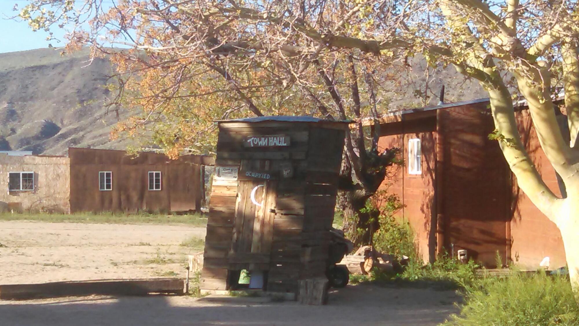 wpid wp 1427040427033 - LFTR - US - CA - Roadside oddities make me happy. Giant Rock, Integratron, Pioneer town